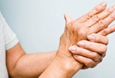 Bệnh thấp khớp dễ xuất hiện ở phụ nữ 40 tuổi
