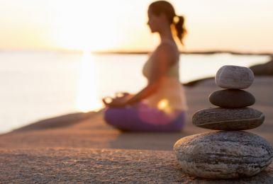 Trị gai cột sống – không khó với yoga!