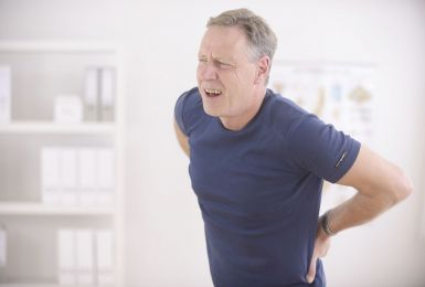 Bệnh đau lưng ở người già: Nguyên nhân, Điều trị và Phòng ngừa