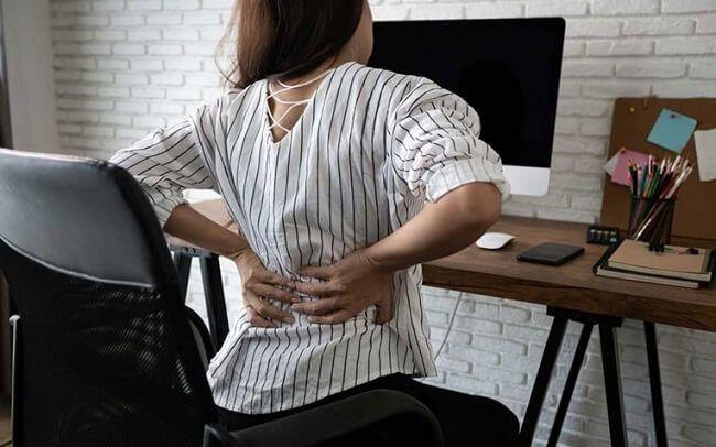 Ngồi quá lâu dẫn đến đau lưng